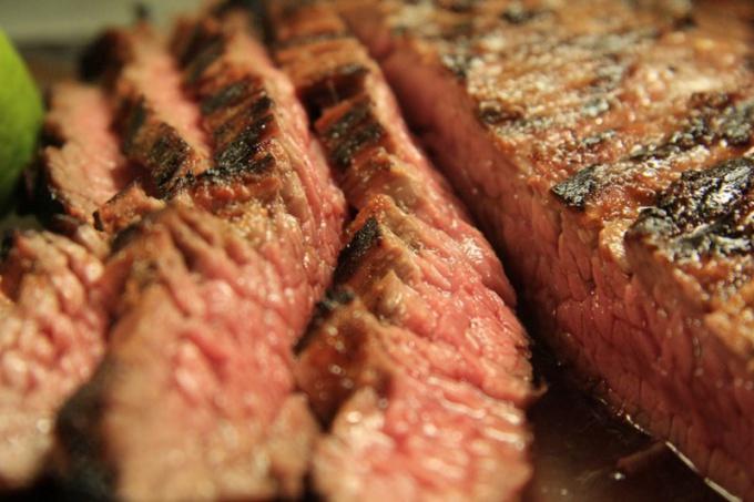 Как можно приготовить мясо в аэрогриле