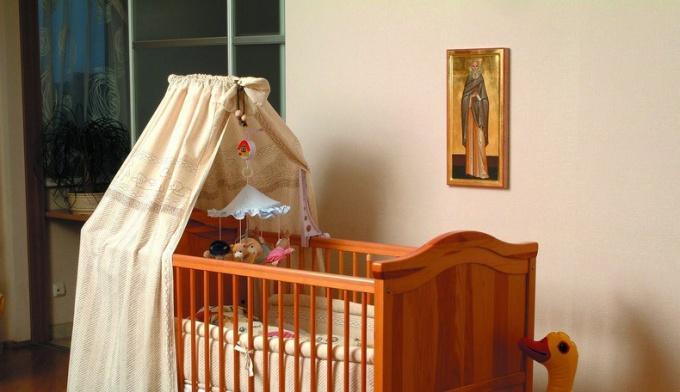 Какую икону стоит подарить на рождение ребенка