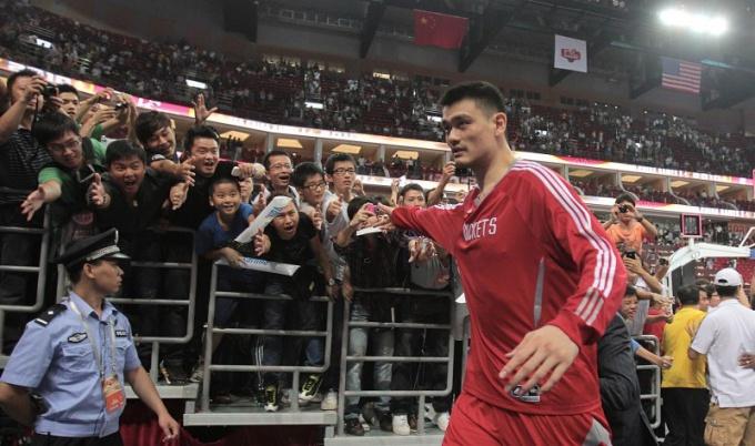 Яо Мин - самый высокий баскетболист в мире