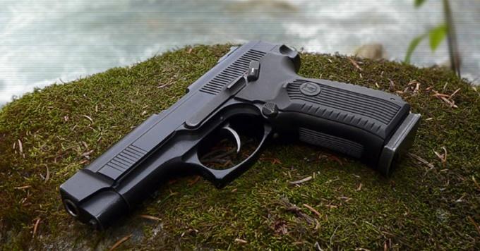 Пистолет Ярыгина обладает несомненными преимуществами по сравнению с пистолетом Макарова