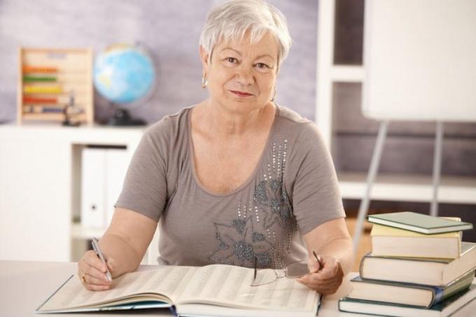 Как проводить женщину на пенсию
