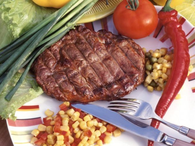 Сочные отбивные из говядины, запеченные в духовке, могут стать «гвоздем стола»