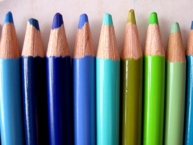 Для рисования вороны и лисицы подойдет мягкий карандаш