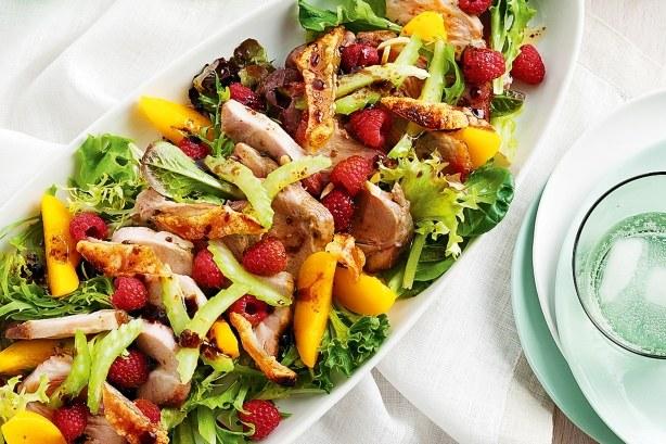 Вкусные рецепты: салаты со свининой