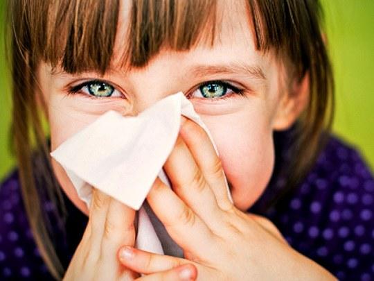 Как лечить аллергический насморк у ребенка