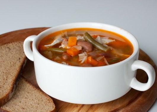 Благодаря простым рецептам порадовать семью вкусным супом могут даже занятые хозяйки