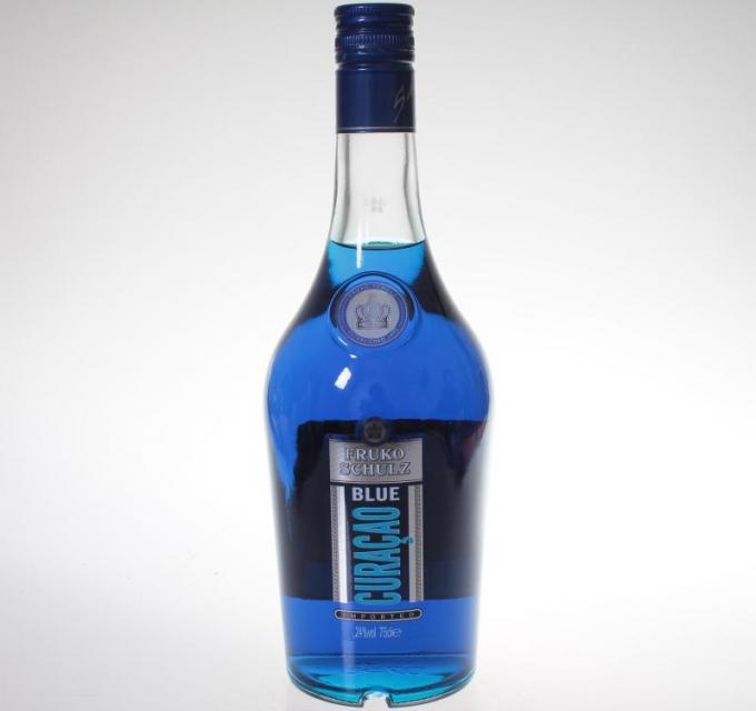 Почему ликер Кюрасао синего цвета