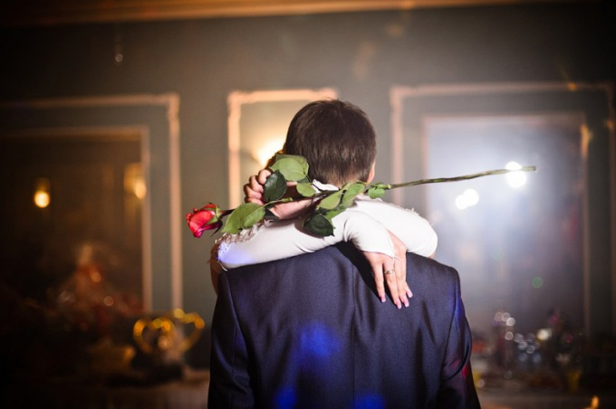 Как выбрать подарок на свадьбу жениху от невесты