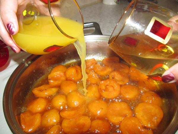 Apricot sauce for meat and chicken