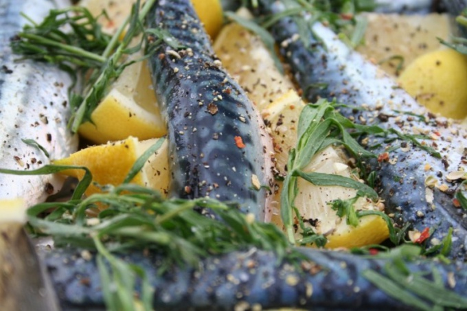 Как готовить салат из скумбрии