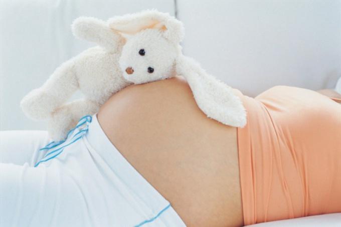 Почему немеют конечности во время беременности