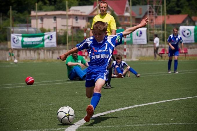 Путь в большой футбол проходит только через постоянную игру с мячом