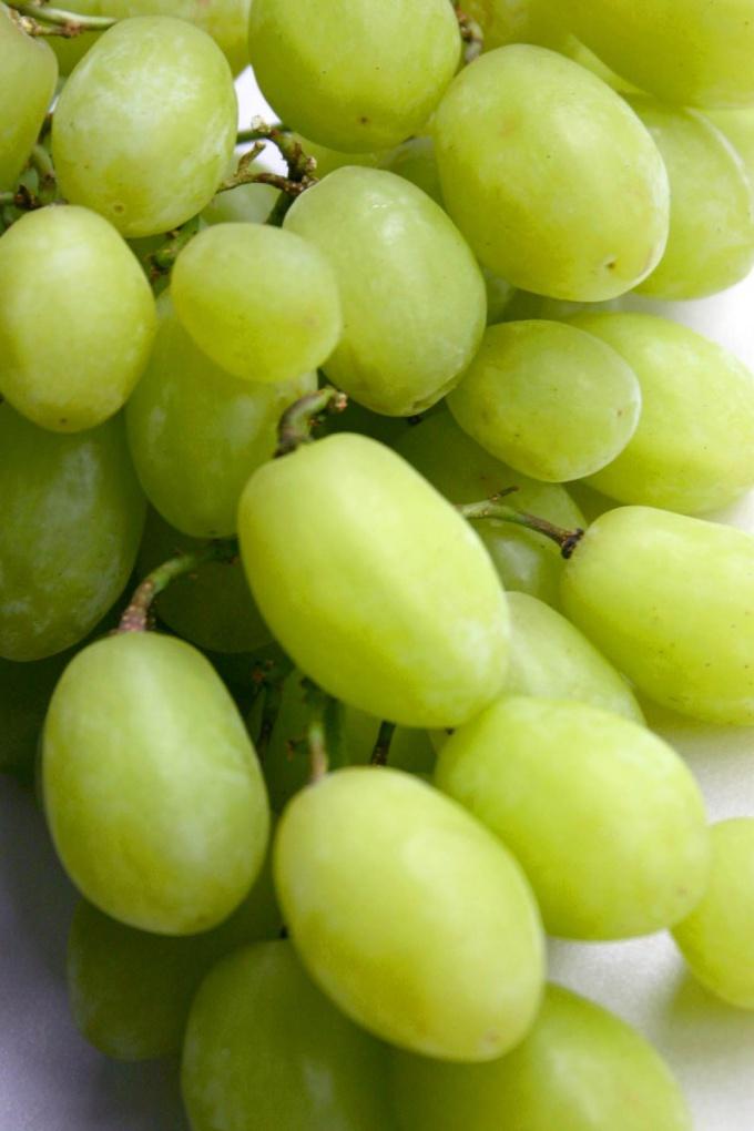 Замороженный виноград - прекрасное лакомство для сладкоежек