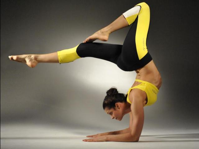 Для спорта лучше одежда из синтетики или натуральных тканей