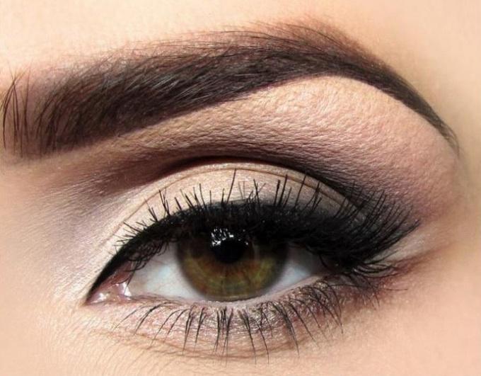 How to make eye makeup correctly