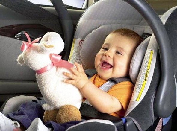 Как усадить ребенка в автокресло