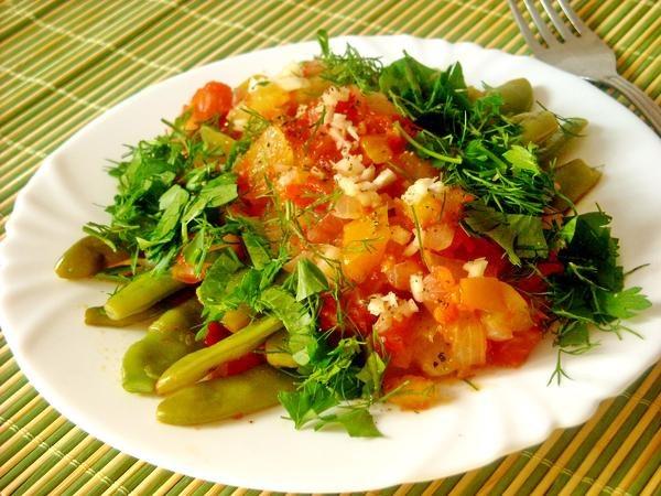 Тушеное мясо с фасолью в томатном соусе - вкусное второе блюдо на обед