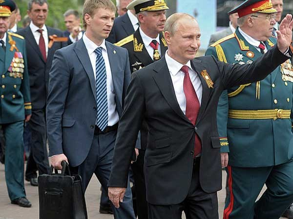 Путин. Севастополь. Чемодан.
