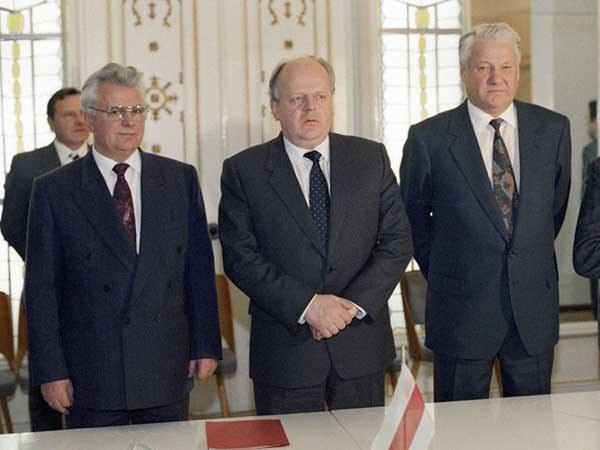 Беловежский сговор: Леонид Кравчук, Станислав Шушкевич и Борис Ельцин