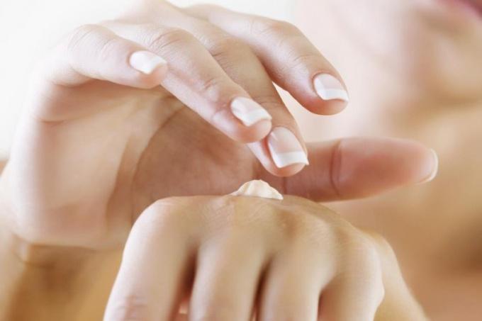 Как выбрать крем от трещин на руках