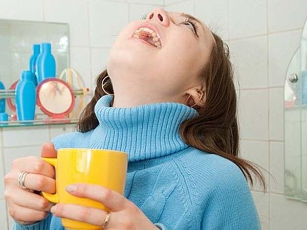 Как полоскать горло при ангине