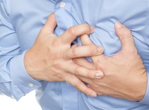Боль в груди могут вызвать около сорока заболеваний