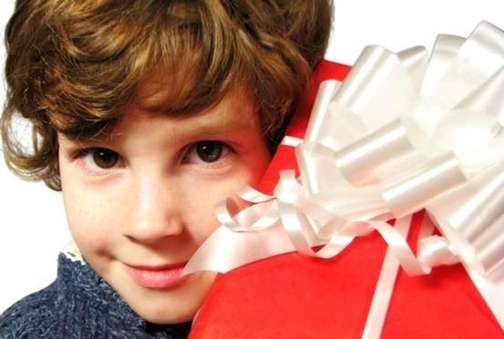 Ребенку на 12 лет можно подарить аксессуар к компьютеру или мобильному телефону
