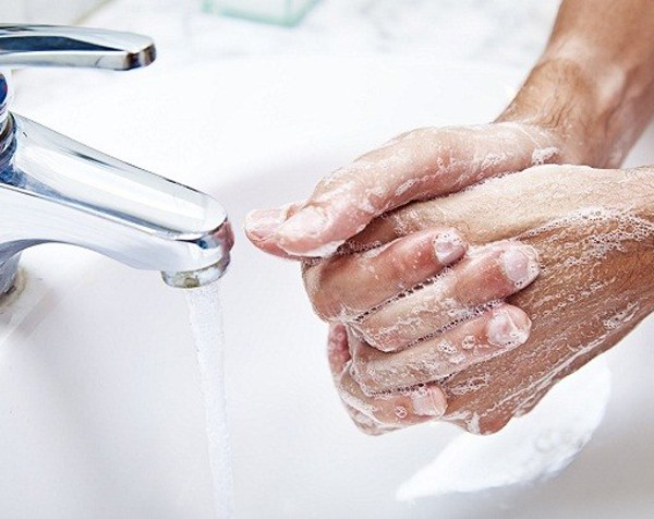 Peeling fingers can be due to the negative impact of soap