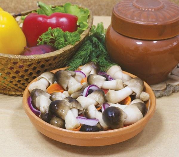 Маринованные лесные грибы ценятся за прекрасный вкус и особый аромат