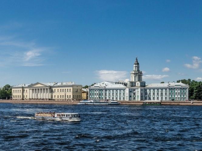 Здания Академии наук и Кунсткамеры. Санкт-Петербург, Университетская набережная