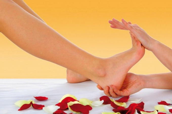 Избавиться от косолапости поможет массаж