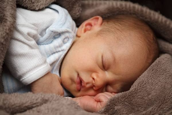 Почему набухают грудные железы у новорожденной