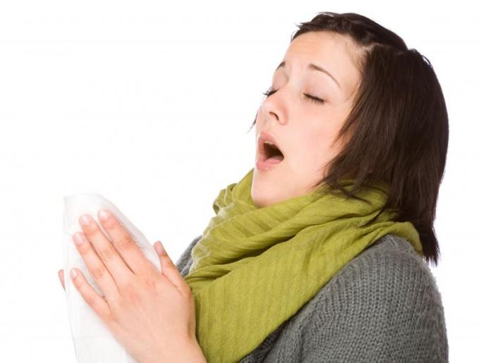 Почему человек, когда смотрит на солнце, начинает чихать