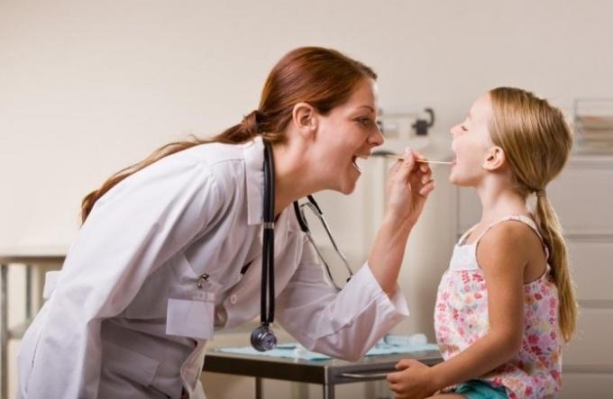 Стафилококк в горле: симптомы и способы лечения
