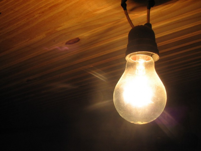 Как предотвратить частое перегорание лампочки в подъезде?
