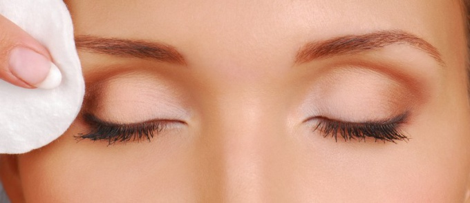Как подобрать средство для снятия макияжа с глаз