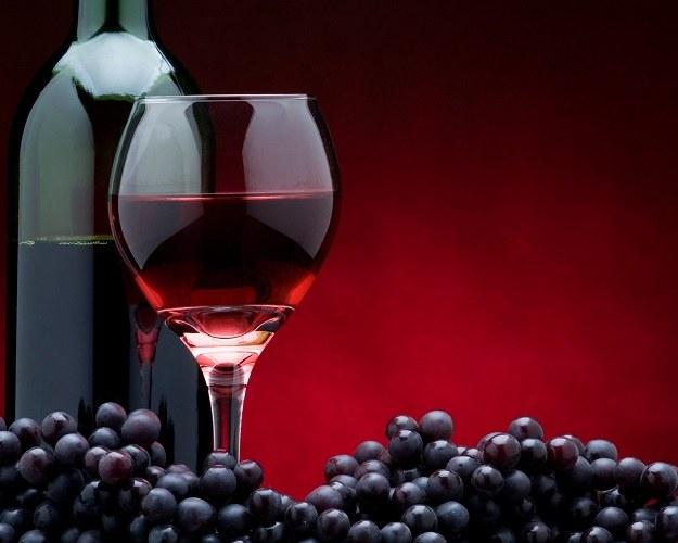 Как вывести пятна от красного вина