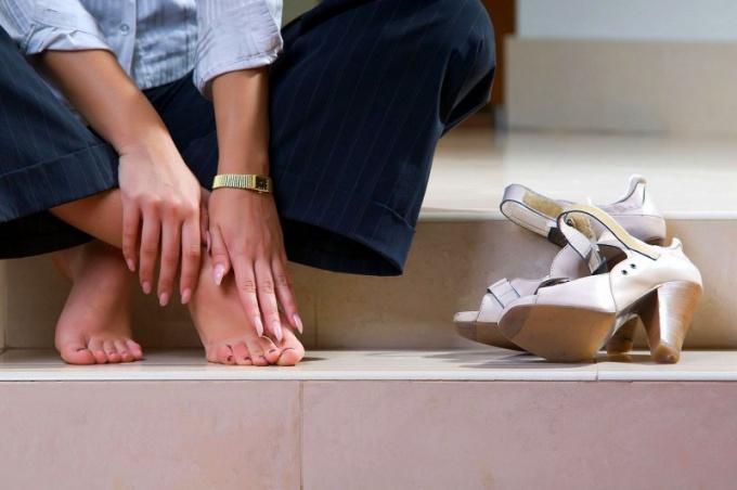 Первые симптомы варикоза – быстрая усталость и отечность ног