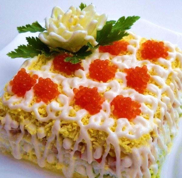 Новые рецепты слоеных салатов с фото