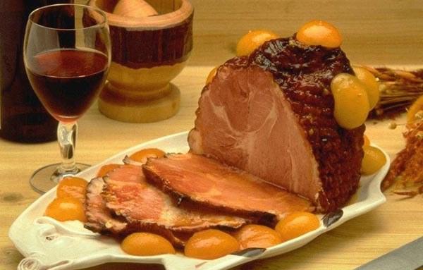 Оригинальные и вкусные мясные закуски являются настоящим украшением стола