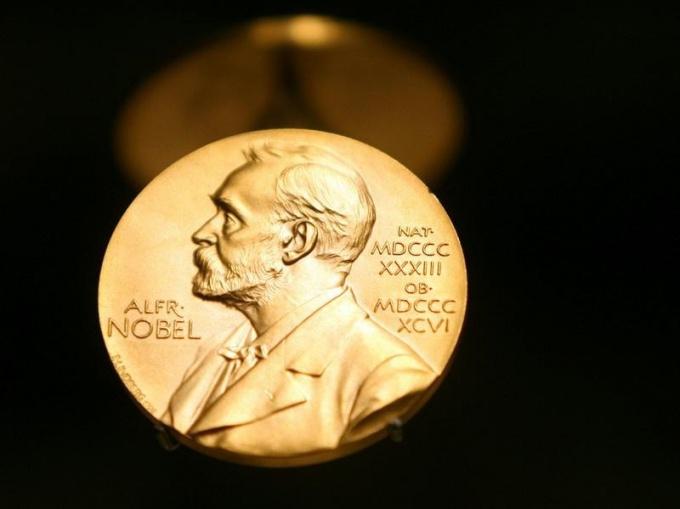 Кто и за что первым получил Нобелевскую премию