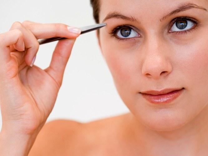 Как следить за формой бровей