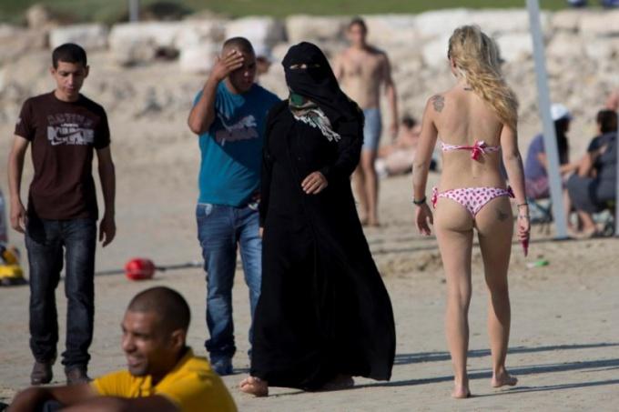 Саудовки и европейки