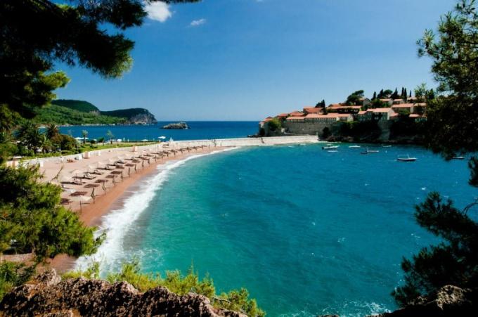 Стоит ли в сентябре ехать в Черногорию отдыхать