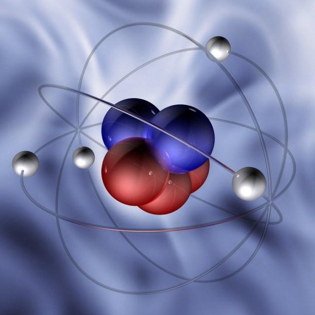 Сильное взаимодействие образует ядро атома