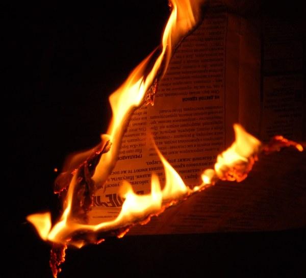 При какой температуре воспламеняется бумага