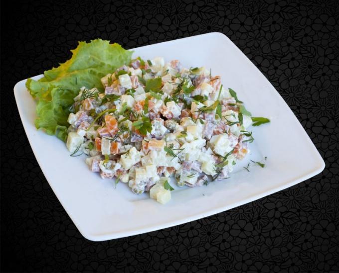 """Сколько калорий в салате """"Оливье"""""""
