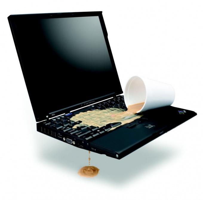 Что делать, если ноутбук залили водой