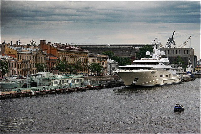 Яхта Абрамовича в Петебурге