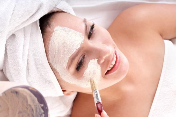 Как используют белую глину в косметологии